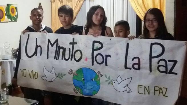 AC medellin ninos UN minuto por la paz  (1)